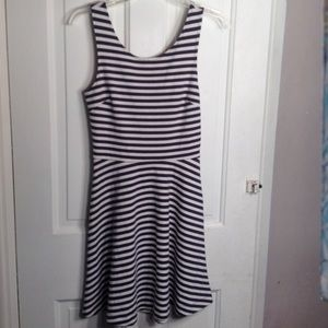AMERICAN EAGLE OUTTFITTERS Dress size 4